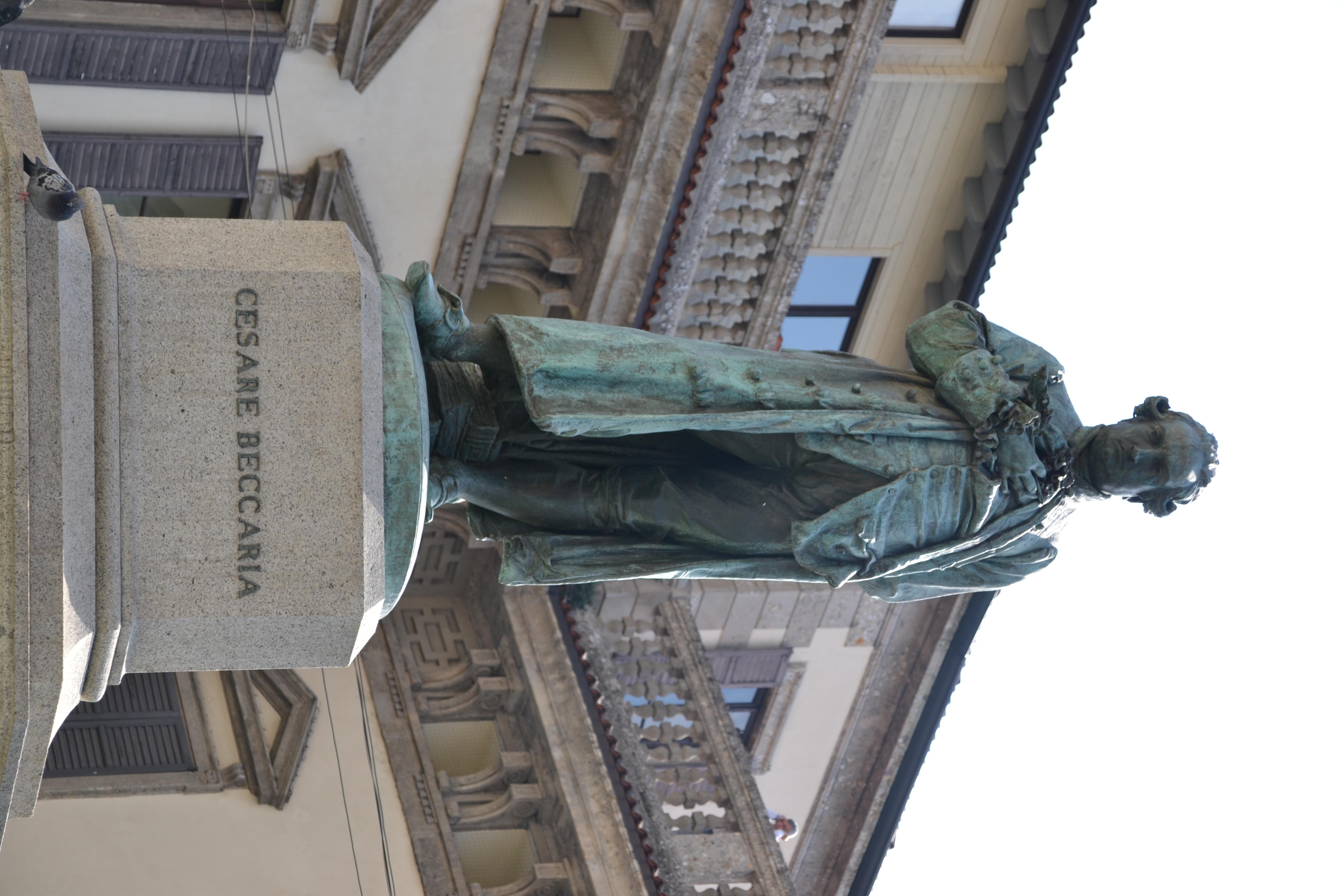 Statua_Cesare_Beccaria_-_Milano