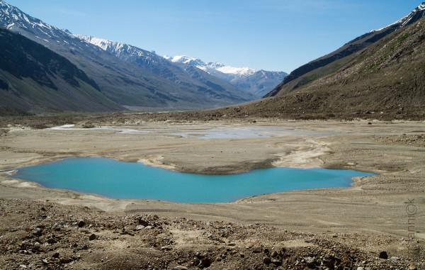 Ледниковое озеро в Занскаре. Индия