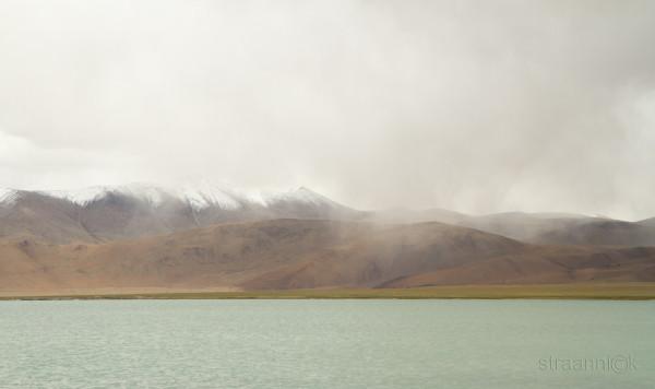 Панорама солёного горного озера Цо Кар, Гималаи, Ладакх, Индия (View of the Tso Kar lake. Himalayas, Ladakh, India)