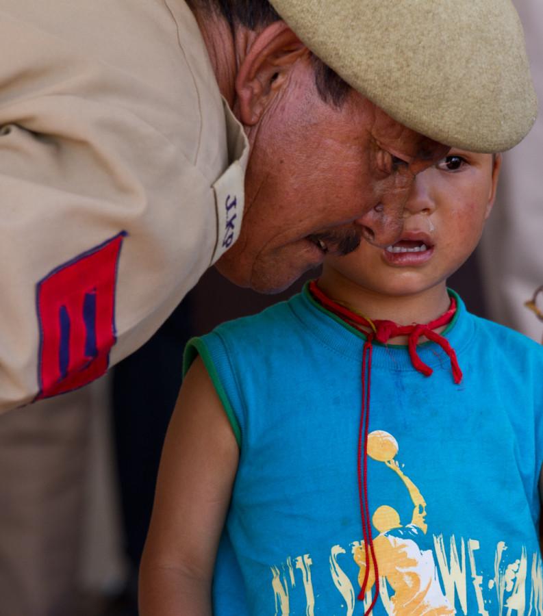 Ребёнок и военный. Сhild and military