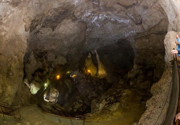 Болгария. Родопы. Триградское ущелье. Пещера Дьявольское горло (Триградско ждрело, Дяволското гърло)
