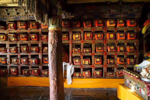 <Буддийская библиотека в монастыре.Tibetan buddhist library