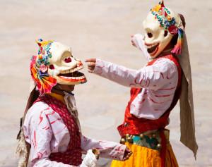 Religion. Cham Dance. Masked and costumed mystery dance of Tantric Buddhism. Vajrayana. Citipati deity. Hemis. Хемис. Читипати - повелители кладбищ. Танцоры мистерии Цам Тантрического буддизма