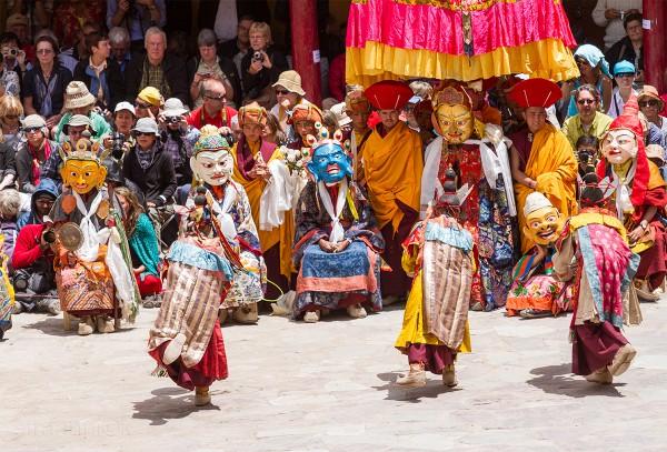 Religion. Cham Dance. Masked and costumed mystery dance of Tantric Buddhism. Dharmapalas, Bodhisattvas. Vajrayana. Chakravarti. Маски танца Цам - сакральной костюмированной церемонии Тантрического буддизма. Дхармапалы, бодхиcатвы, ваджраяна.Чакравартин и его семейство