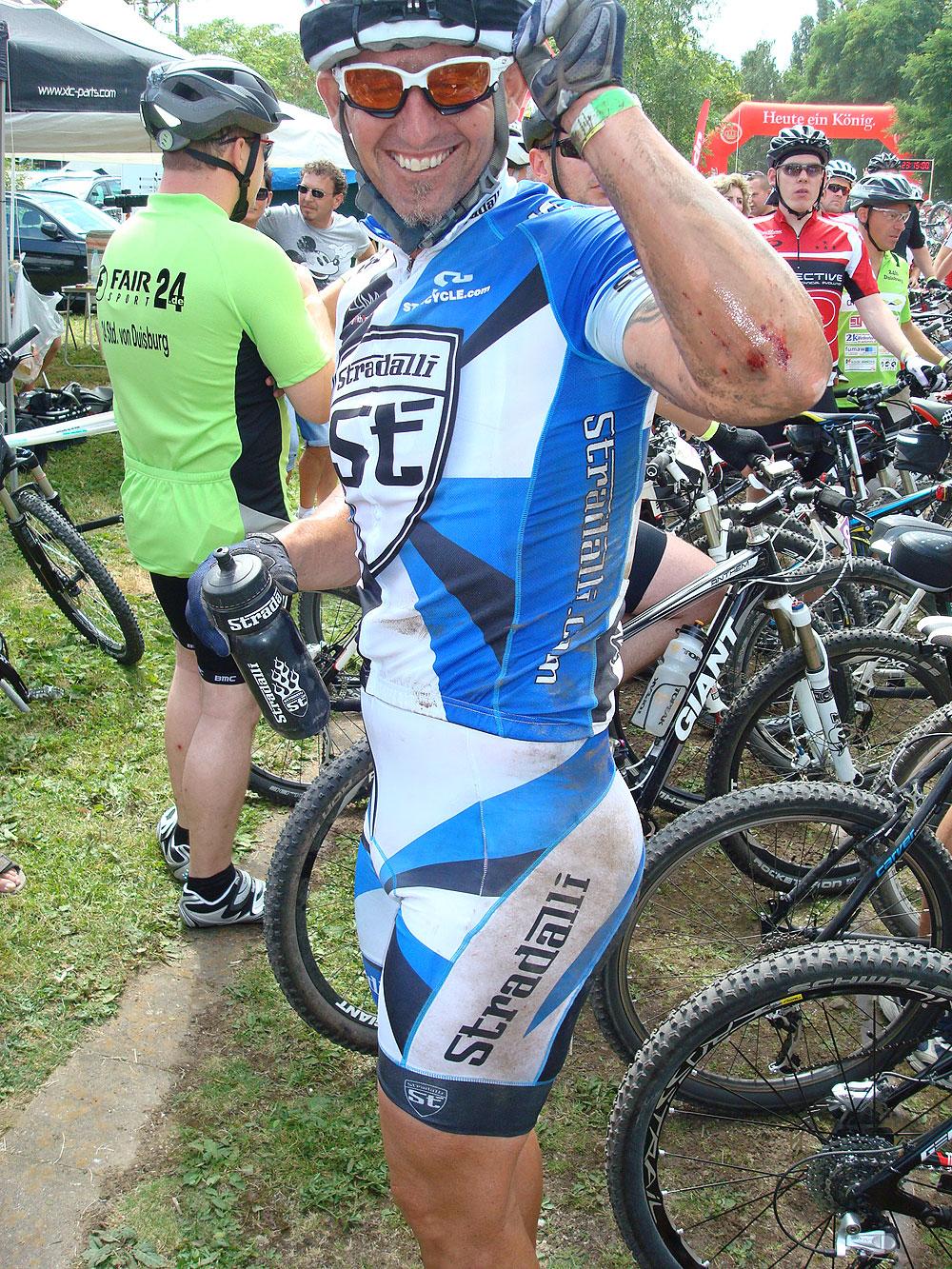 team_stradalli_mtb_races_grant_potter_crash.jpg