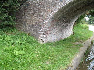 Bridge with rope-marks