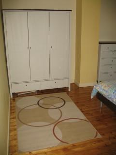 3-door wardrobe and rug