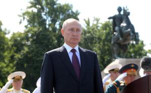 Путин на параде ВМФ.jpg