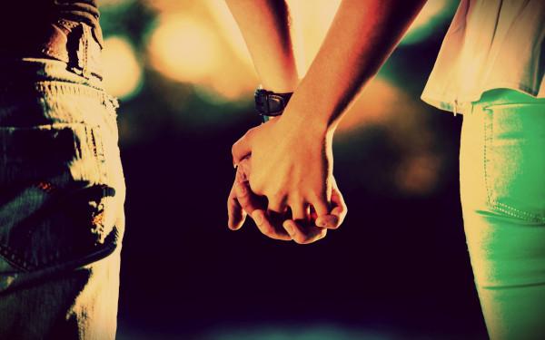 Love_Lovers_held_hands_093491_