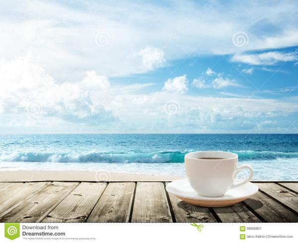 море-и-чашка-кофе-58665821