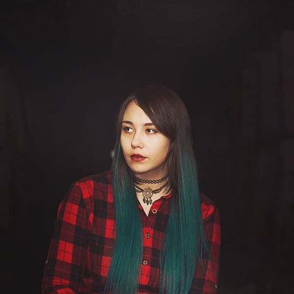 Девушка в темноте _xcmPPxw8LE.jpg