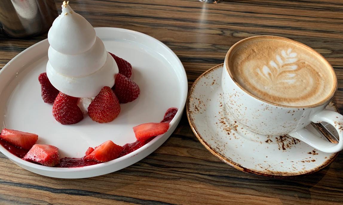 кофе, клубничка, вкусняшка