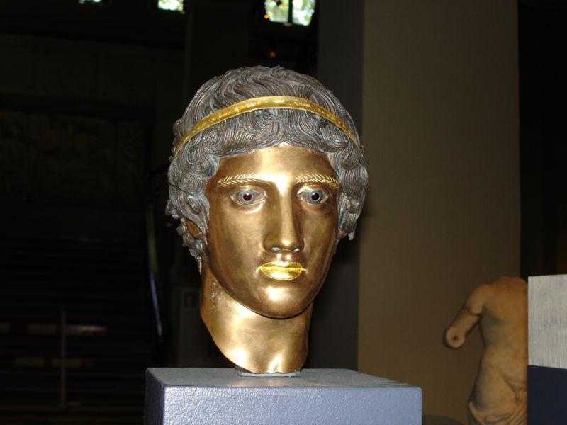 800px-Istanbul_-_Museo_archeologico_-_Mostra_sul_colore_nell'antichitÓ_11_-_Foto_G._Dall'Orto_28-5-2006
