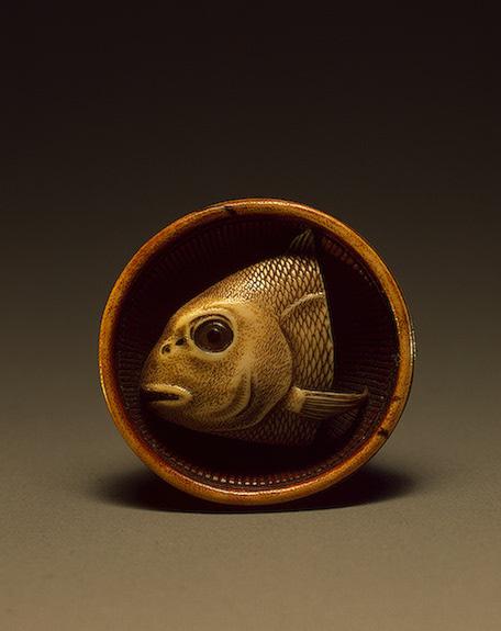 Голова сушеной рыбы на блюде