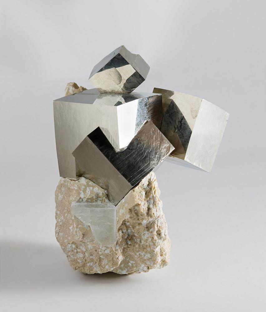 Pyrite_from_Ampliación_a_Victoria_Mine,_Navajún,_La_Rioja,_Spain_2