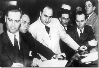 Поначалу Капоне поручались самые грязные дела банды Торрио