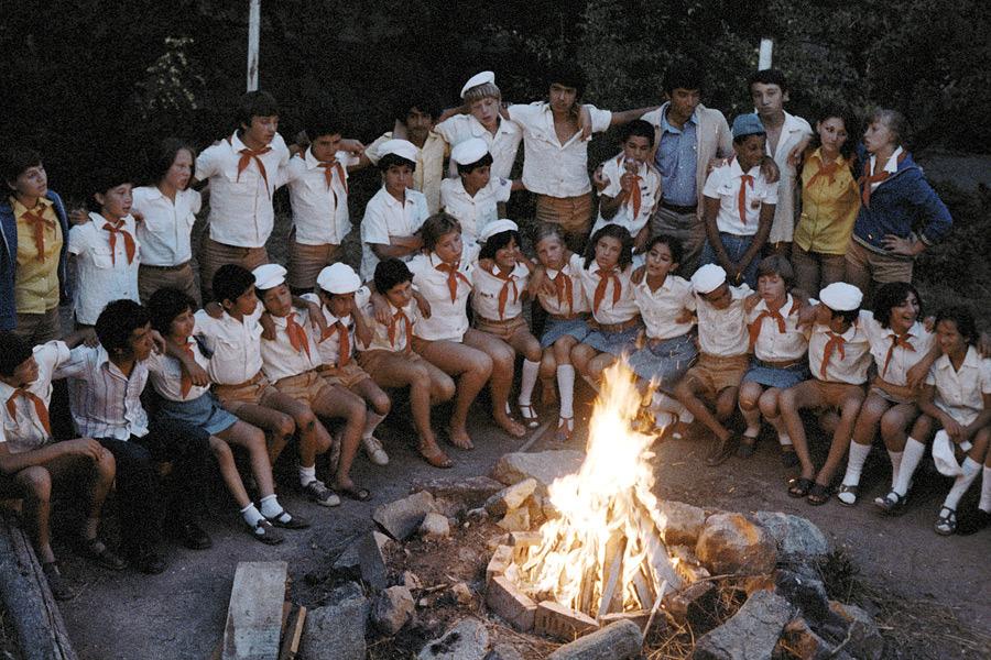 В лагере порно у костра