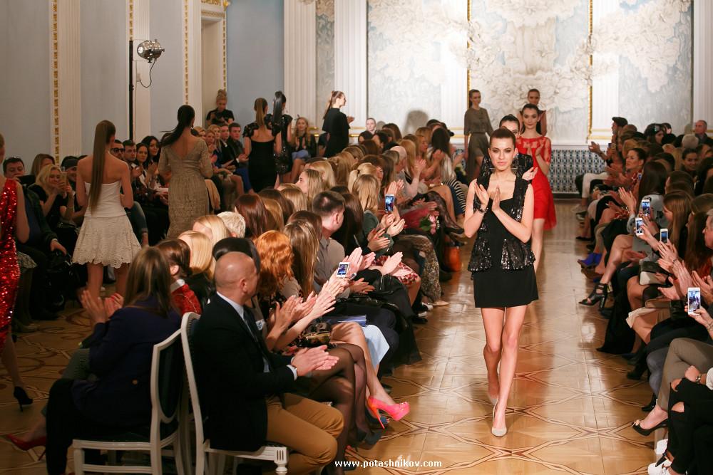 Фото с показа коллекции одежды Candy Lady телеведущей спортсменки и певицы Ольги Барабанщиковой