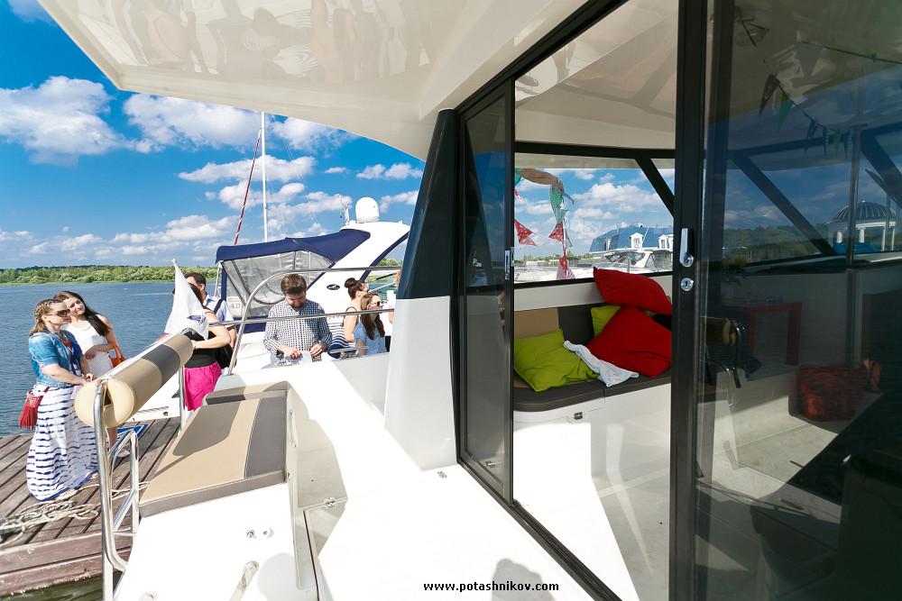 Презентация новой самой большой яхты на Минском море возле клуба Robinson для отдыха и съемок, Аренда яхты в минске, вечеринки на яхте, яхта в минске