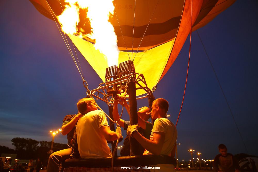 Ночное свечение шаров в Минске фотографии. Международный кубок по воздухоплаванию Мирное небо.