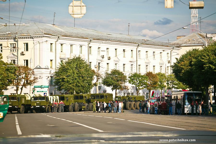 Это не война в Украине! в Минске готовятся ко дню независимости! Прощай асфальт, привет пробки!? Нужен ли вам военный парад с танками??