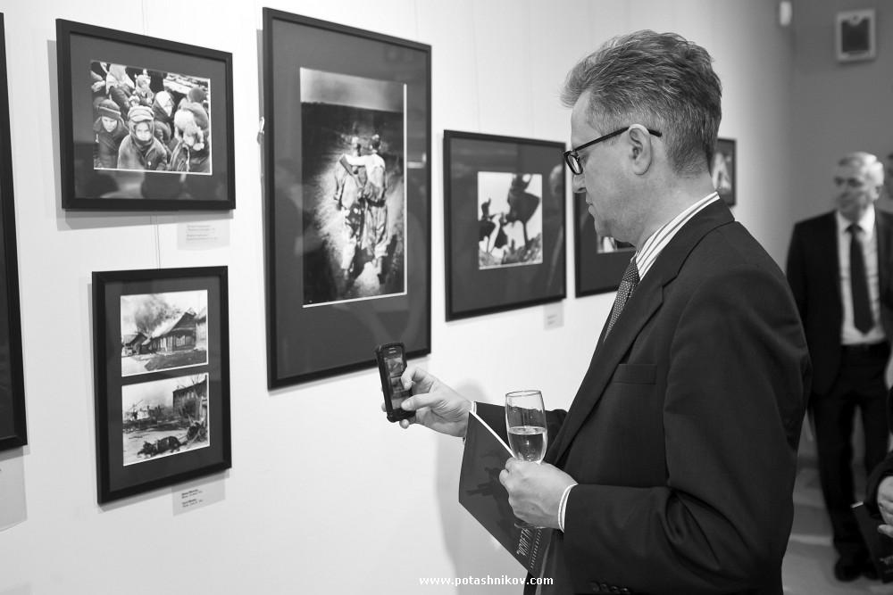 Выставка Успеть Показать - всемирно известные фото великой отечественной войны стоимостью 3млн долл