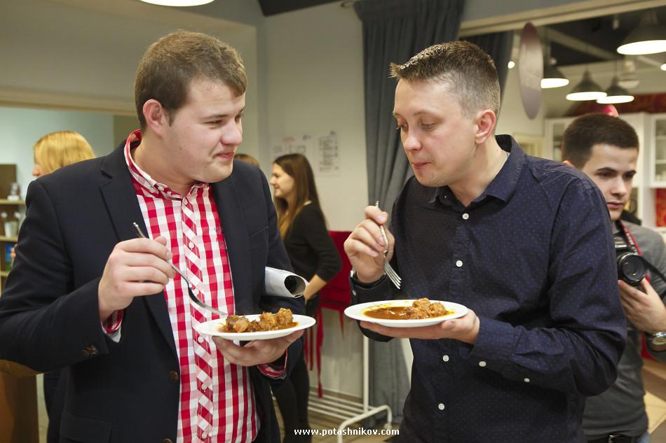 История о том как я кушал Латвийского бобра, коноплю и жгли костер на столе. Дни Латвии в Беларуси.