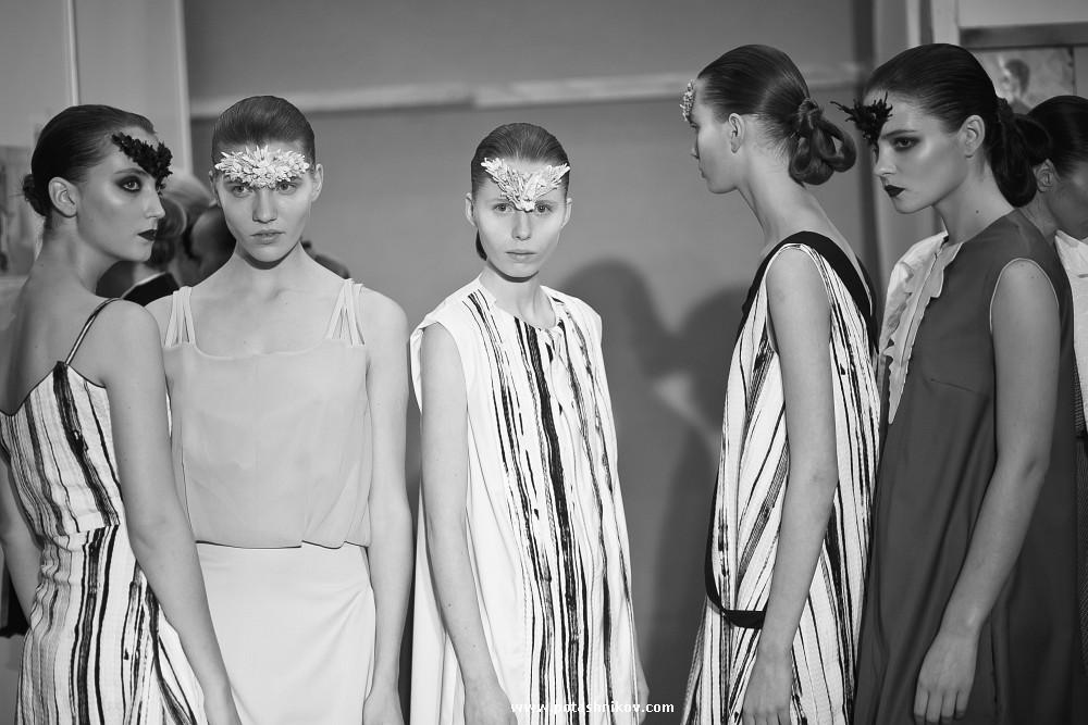 Фото девушек с показ мод в раздевалках
