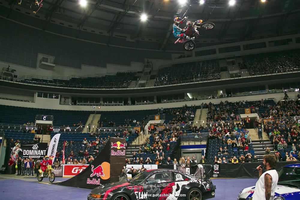Крутейший фоторепортаж с шоу летающих мотоциклов MOTOEXTREMEFEST мотофристайл от RedBull в Минск-Арена