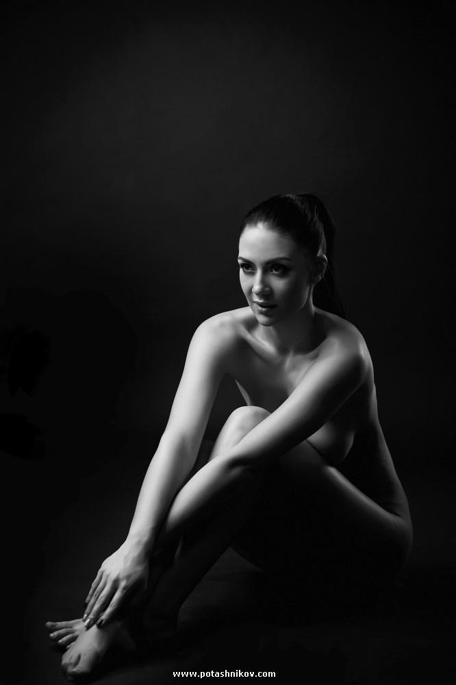 Эротическая студийная фотосъемка в минске. Немного черно-белой классики, чтобы отогреть сердца зимой