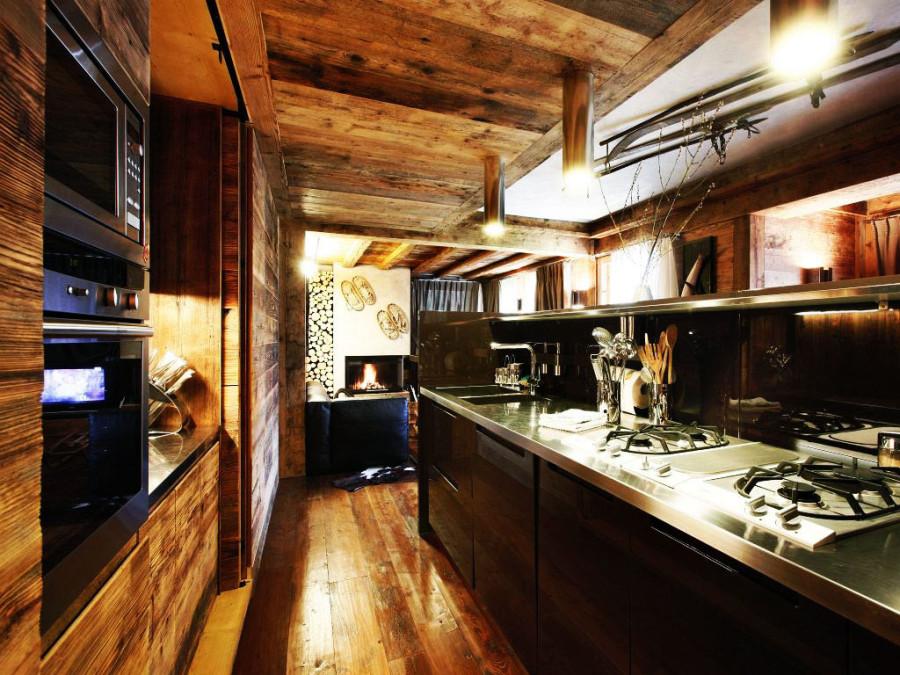 Rustic-Home-Cortina-dAmpezzo-Italy-Dark-Kitchen