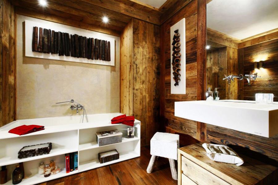Rustic-Home-Cortina-dAmpezzo-Italy-Bathroom-Large-Mirror-Bath