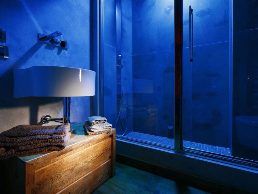 Rustic-Home-Cortina-dAmpezzo-Italy-Shower