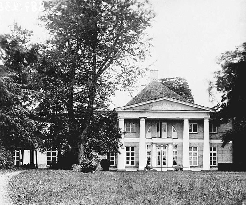 Kau Manor 4 historique