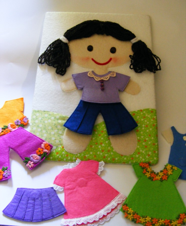 Кукла меняет одежду