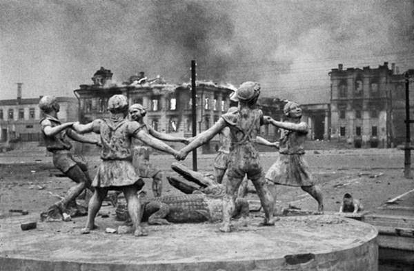 Памятник сталинграда дети фото производство гранитных памятников акции