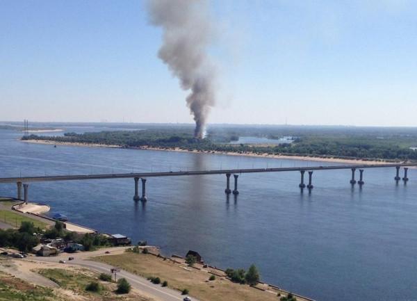 дебаркадер сгорел в волгограде фото