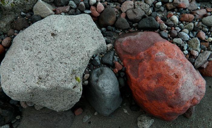08. Цветные камни в русле.JPG