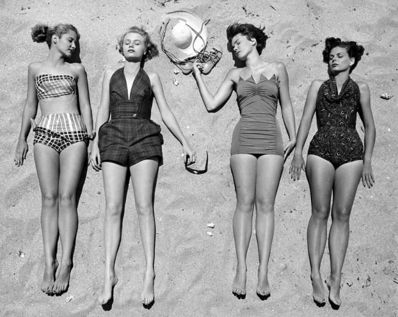Таких красоток можно было встретить на пляжах в 1950-х годах