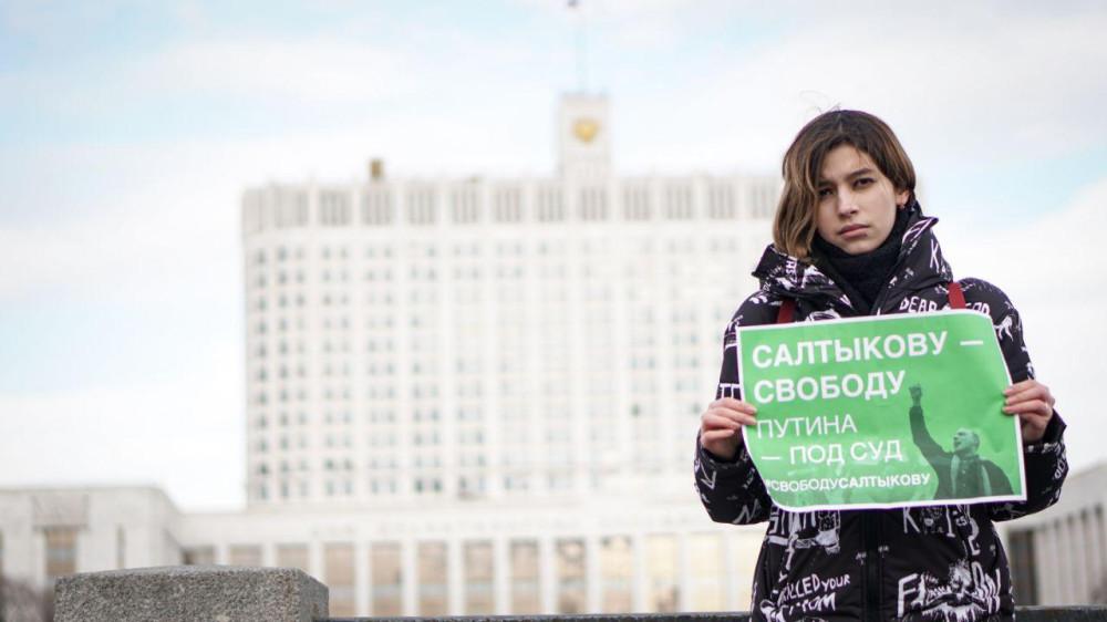 В Москве прошли пикеты в защиту арестованного активиста Салтыкова
