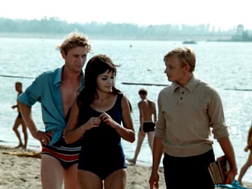 Голые советские дамы в синем белье на пляже фото 637-362