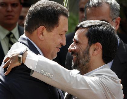ahmadinejad_chavez-embrace