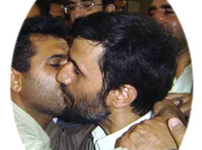 deep-kissing_ahmadinejad