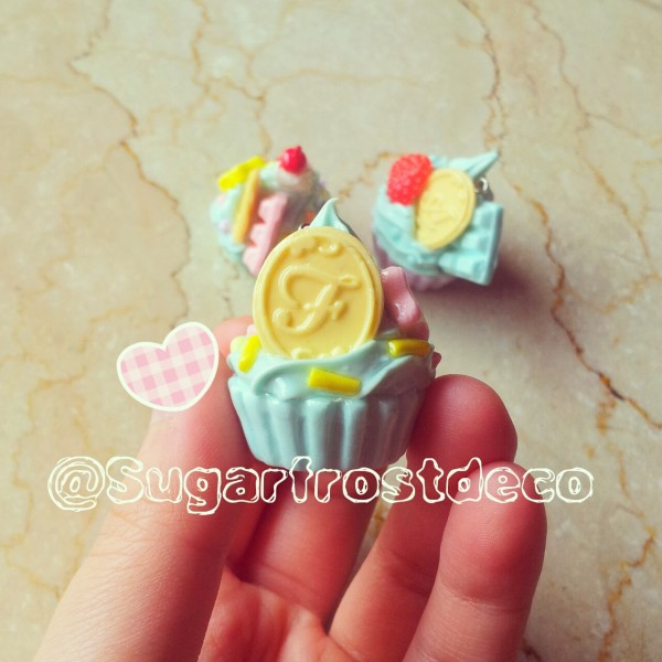 Cupcake charms with letter