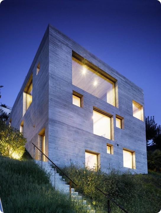 betonnyj-dom-v-s-terrasoj-1