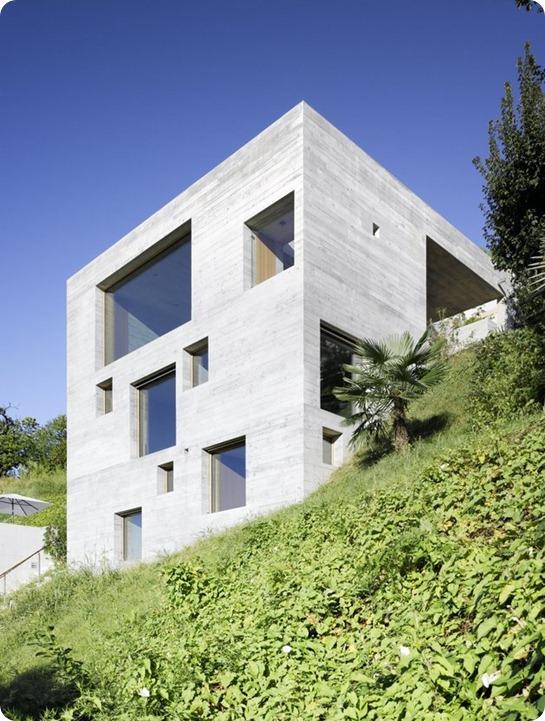 betonnyj-dom-v-s-terrasoj-13