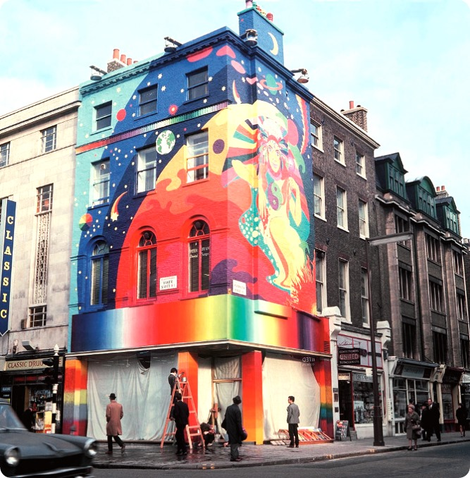 The-Beatles-Apple-Boutique-on-the-corner-of-Paddington-Street-and-Baker-Street-1967.-Copyright-Rex-Features1