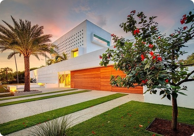 tall-private-florida-home-with-open-indoor-outdoor-hallways-6-right-front-corner-night-thumb-630x435-24751