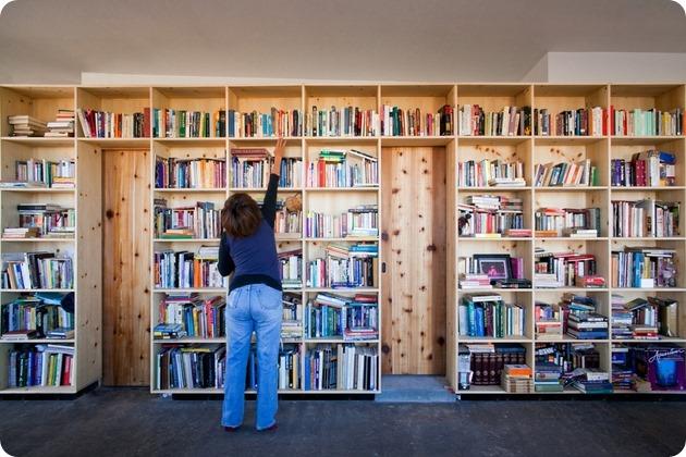 nakai-house-utah-features-wall-shelves-bedroom-niche-9-bookshelf-thumb-630x420-24899