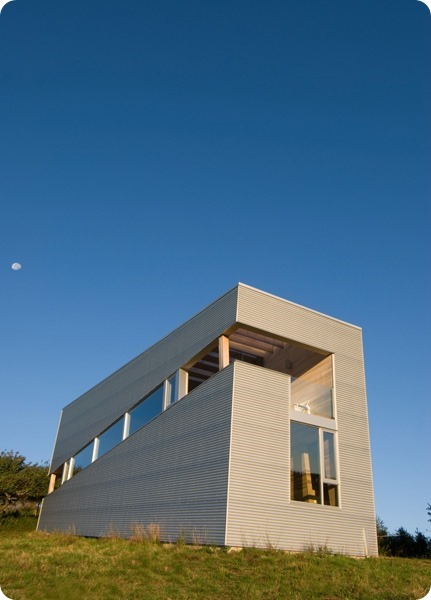ocean-views-pastoral-settings-surround-sliding-house-vacation-retreat-14-façade-thumb-630x877-25556